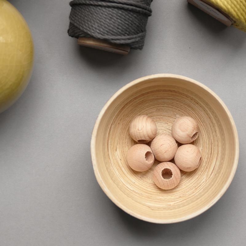 les perles décoratives en bois naturel - 2 cm