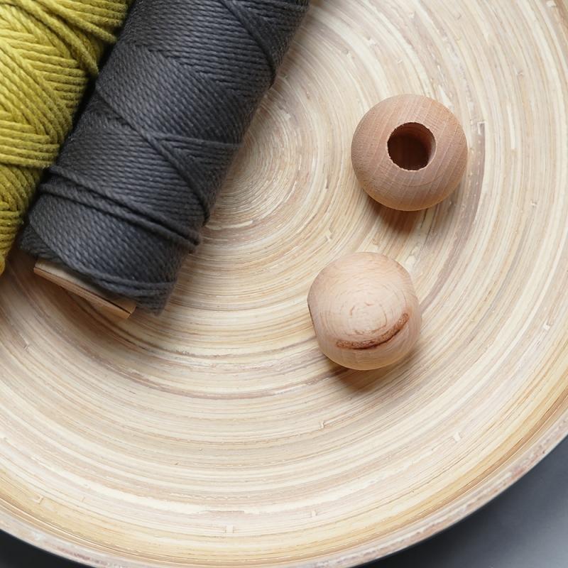 les perles décoratives en bois naturel - 4 cm