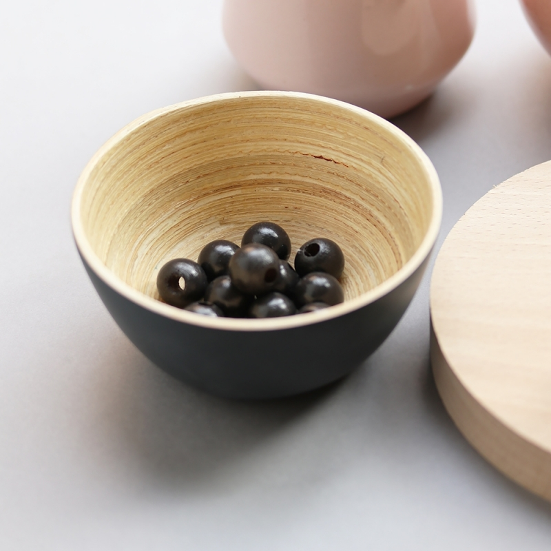 les perles décoratives en bois noir - 1,5 cm
