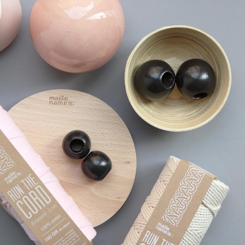 Black wooden beads 4 cm